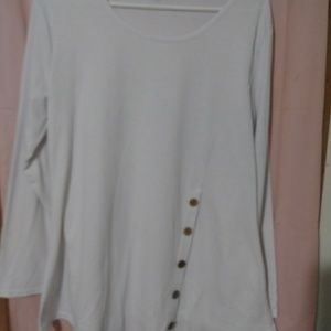 WHITE SOFT KNIT PULL OVER BLOUSE W/BUTTON DESIGN